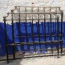 Antigüedades: CAMA ANTIGUA DE HIERRO Y LATON NIQUELADO DE 1 METRO Y 37 DE LARGAS ALTURA CABECERO 1,40 . Lote 160270398