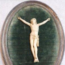 Antigüedades: CRISTO EUROPEO DE MARFIL SIGLO XIX CON PESADO MARCO DE PLATA. Lote 160270858