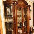 Antigüedades: VITRINA NOGAL CON INCRUSTACIONES DE MARQUETERIA. Lote 160298618
