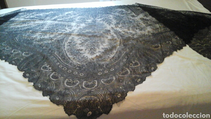 MANTILLA TRIANGULAR DE ENCAJE DE CAMBRAILS (Antigüedades - Moda - Mantillas)