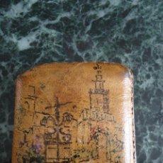 Antigüedades: ANTIGUA CARTERITA PARA CERILLAS PINTADA A MANO. SEVILLA. FIRMADA URÍA. 6X5X1 CMS.. Lote 160345254