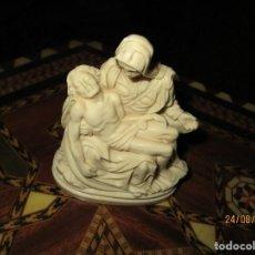 Antigüedades: ANTIGUA FIGURA FIRMADO G. RUGEERI VIRGEN CON JESUS MARFILINA O PASTA SIMIL AL MARFIL. Lote 160356846