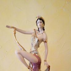 Antigüedades: FIGURA DE PORCELANA DAMA BAILANDO, VINTAGE. Lote 160358449