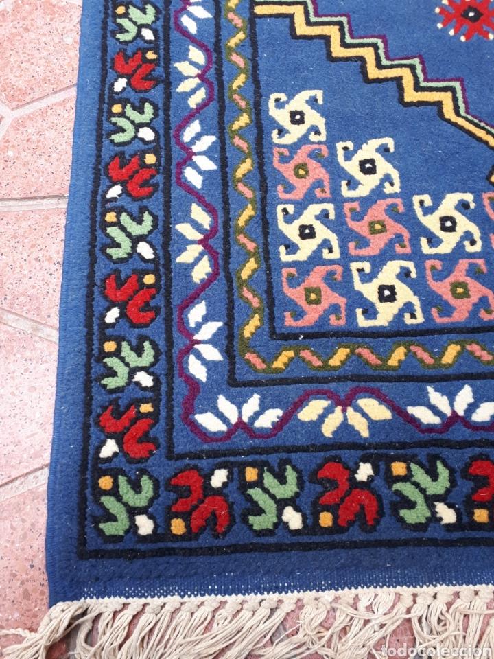 Antigüedades: Alfombra hecha a mano color azul - Foto 4 - 160360896