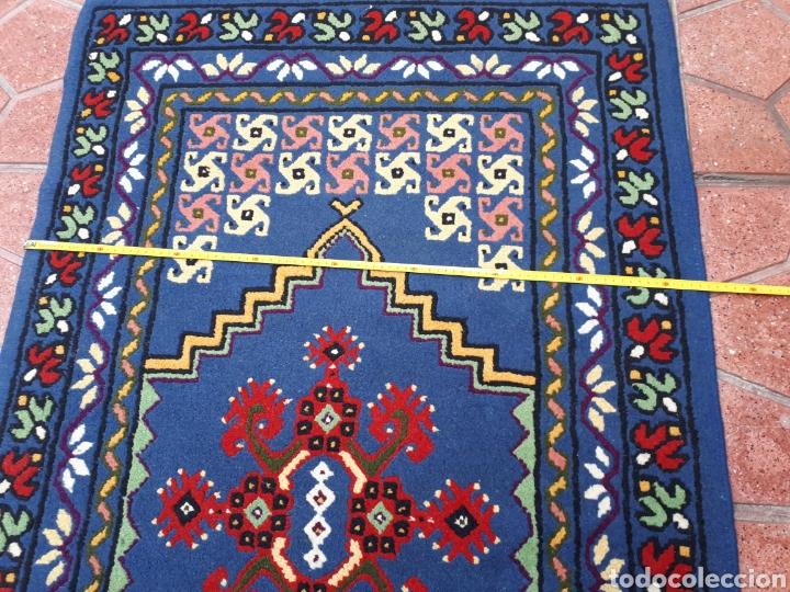 Antigüedades: Alfombra hecha a mano color azul - Foto 8 - 160360896