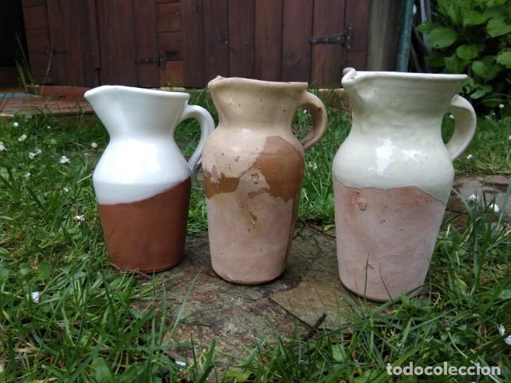LOTE TRES ANTIGUAS JARRA CHACOLI ESMALTADAS CERÁMICA VASCA AÑOS 70 - 90 PAIS VASCO BASQUE (Antigüedades - Porcelanas y Cerámicas - Otras)