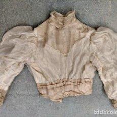 Antigüedades: ANTIGUA CAMISA CUERPO EN SEDA Y ENCAJE Y MANGAS FAROL S.XIX. Lote 160375030