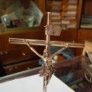 Antigüedades: CRUCIFIJO MEDIANO EN PLATA DE LEY LABRADO A MANO. 89 GRAMOS.. Lote 160404354