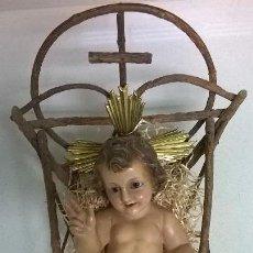 Antigüedades: NIÑO JESÚS.DE OLOT.MEDIDA CON CUNA 24X40.. Lote 160410398