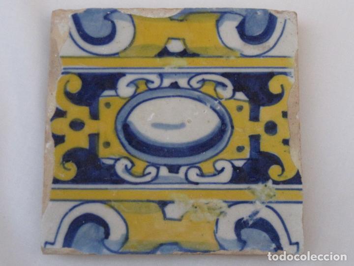 AZULEJO ANTIGUO DE TALAVERA O TOLEDO - TECNICA PINTADA, LISA O PLANA. SIGLO XVI. (Antigüedades - Porcelanas y Cerámicas - Talavera)