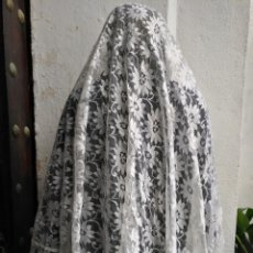 Antigüedades: GRAN ENCAJE CON FILO PUNTILLA IDEAL VESTIMENTA VIRGEN SEMANA SANTA VER MEDIDAS IDEAL TOCADO MANTILLA. Lote 160507262
