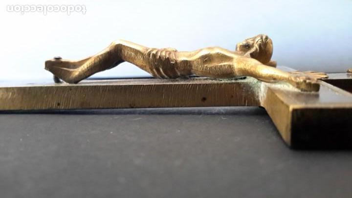 Antigüedades: Crucifijo 18 cm con Cristo y calavera, y Sagrado Corazón - Foto 2 - 160536002