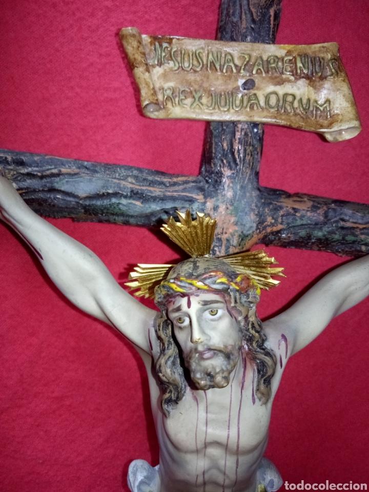PRECIOSO CRISTO EN LA CRUZ EN ESTUCO DE OLOT CON SELLO. (Antigüedades - Religiosas - Crucifijos Antiguos)