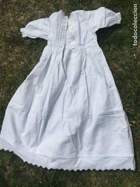Antigüedades: Precioso vestido de bautizo o cristianar, en algodon franelado en su interior y con puntilla calada - Foto 2 - 160558518