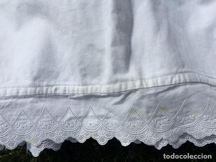 Antigüedades: Precioso vestido de bautizo o cristianar, en algodon franelado en su interior y con puntilla calada - Foto 6 - 160558518