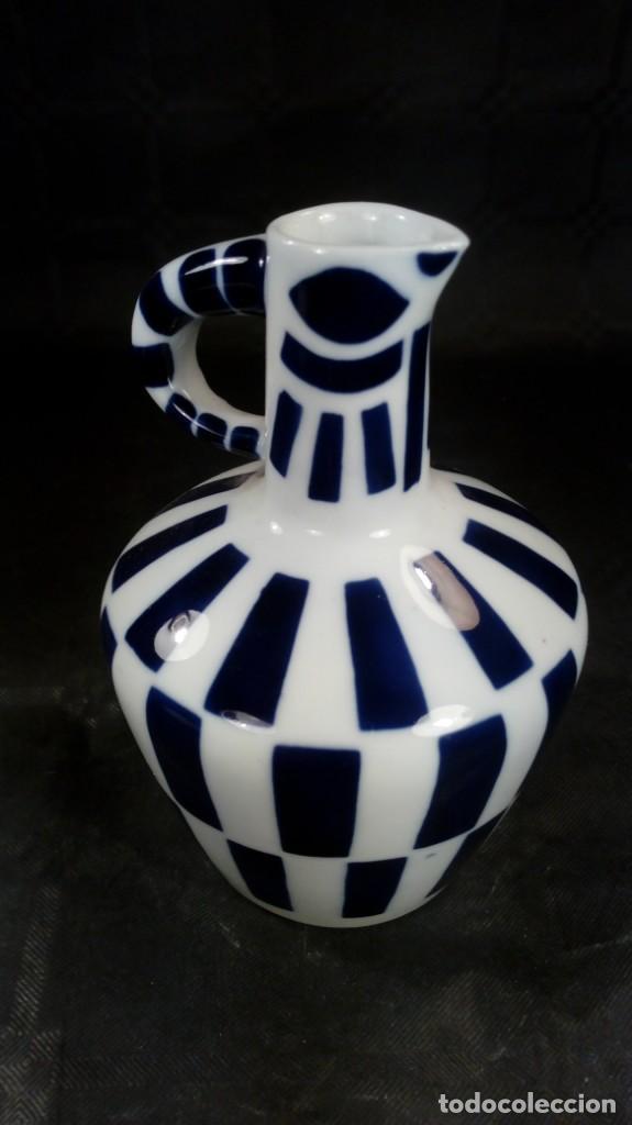 FIGURA, ELEMENTO DECORATIVO (JARRITA). EN PORCELANA SARGADELOS. MARCAS EN PARTE INFERIOR. (Antigüedades - Porcelanas y Cerámicas - Sargadelos)