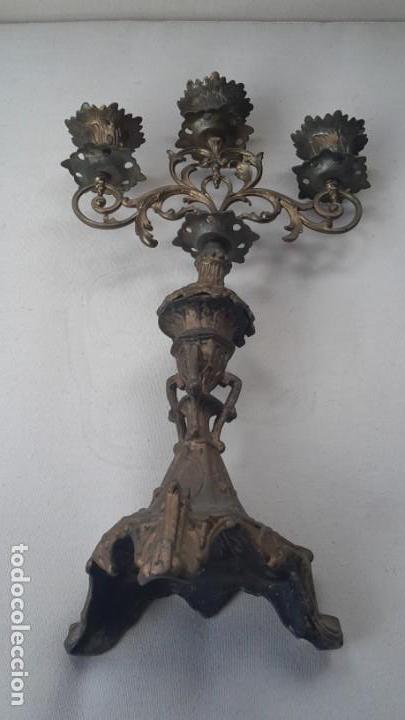 Antigüedades: Antiguo candelabro de bronce, 37 cm - Foto 9 - 160590002