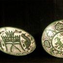 Antigüedades: PLATOS CERAMICA TERUEL. FIRMA PUNTER. CONJUNTO DE 2 PIEZAS. Lote 160606174