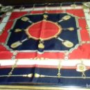 Antigüedades: BONITO PAÑUELO AZUL MARINO, ROJO Y BLANCO ROTO.. Lote 160618738