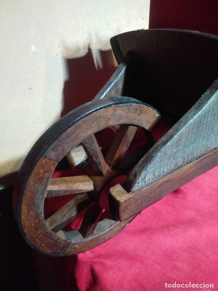 Antigüedades: CARRETILLA DE MADERA DE UNA RUEDA IDEAL TIENDAS Y FLORISTERIAS 110 CM DE LONGITUD - Foto 3 - 160634010