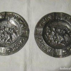 Antigüedades: ANTIGUA PAREJA DE CENICEROS CON MOTIVOS RELIGIOSOS, AÑOS 50. Lote 160648206