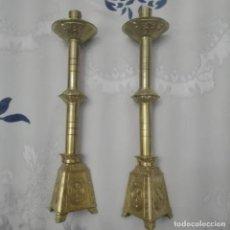 Antigüedades: CANDELABROS BRONCE.. Lote 160656578