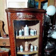 Antigüedades: VITRINA ESQUINERO-. Lote 160656218