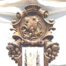Antigüedades: SANT JORDI PORTA CALENDARIO PARED MODERNISTA AÑOS 20, ESTUCO POLICROMADO REPUJADO. . Lote 160667086