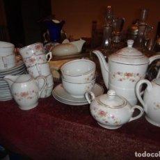Antigüedades: JUEGO DE CAFÉ SANTA CLARA: CAFETERA,2 JARRAS LECHE ,AZUCARERA,2 TAZAS GRANDES C/PLATOS,11TAZAS CAFÉ . Lote 160673454