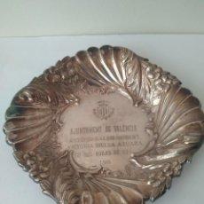 Antigüedades: ANTIGUO CENTRO DE MESA-PLATA MACIZA DE LEY 925. Lote 160700058