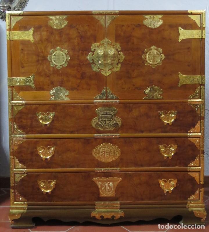 PRECIOSO MUEBLE ORIENTAL. SEGUNDA MITAD SIGLO XX (Antigüedades - Muebles - Cómodas Antiguas)