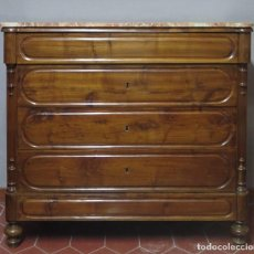 Antigüedades: ANTIGUA COMODA DE NOGAL CON SOBRE DE MARMOL. Lote 160715310