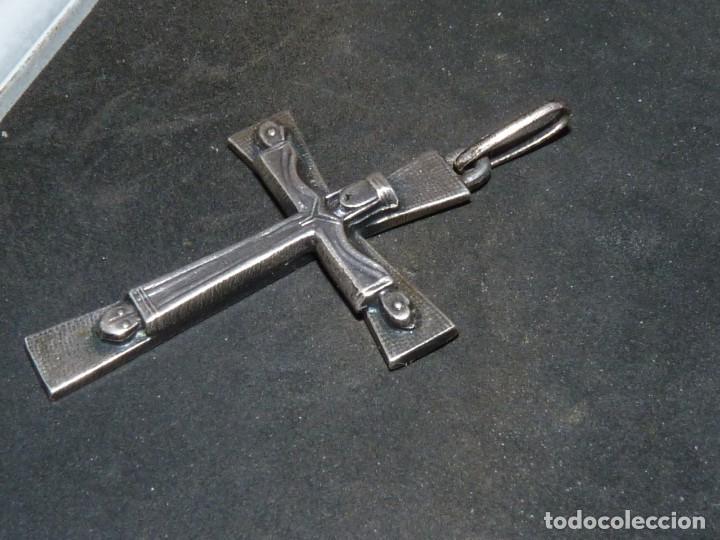 Antigüedades: BONITA CRUZ CRUCIFIJO PECTORAL PLATA CRISTO BELLA IMAGEN PARA COLECCION AÑOS 60 VINTAGE - Foto 2 - 160718862