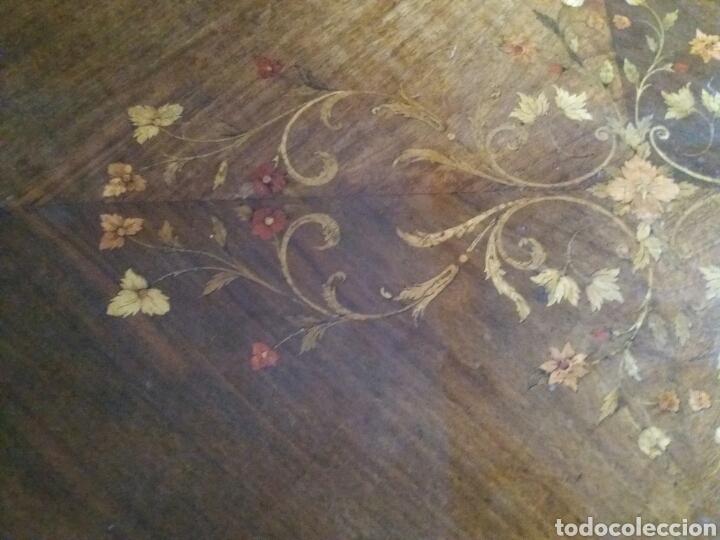Antigüedades: MUY BONITA MESA CON MARQUETERÍA Y ADORNOS DE BRONCE - Foto 13 - 160719720