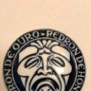 Antigüedades: MEDALLA PORCELANA SARGADELOS ## MANUEL LOURENZO ## PEDRÓN DE OURO 2001. Lote 160750822