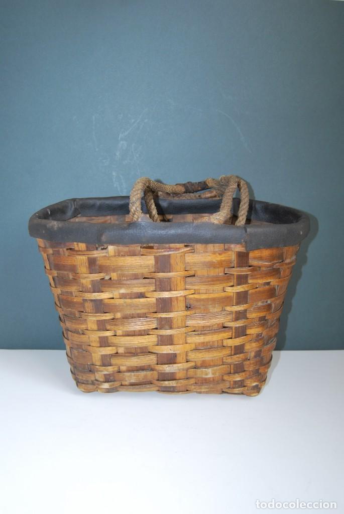 Antigüedades: ANTIGUA CESTA DE MADERA TRENZADA- ASAS DE CUERDA - CESTO - Foto 3 - 160792370