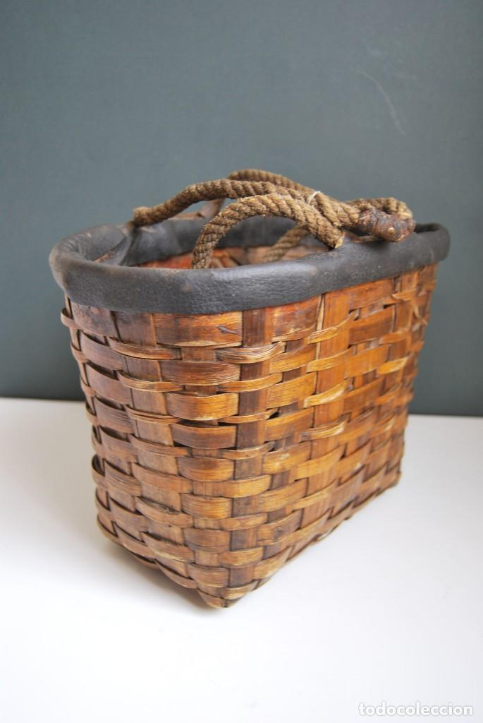 Antigüedades: ANTIGUA CESTA DE MADERA TRENZADA- ASAS DE CUERDA - CESTO - Foto 6 - 160792370