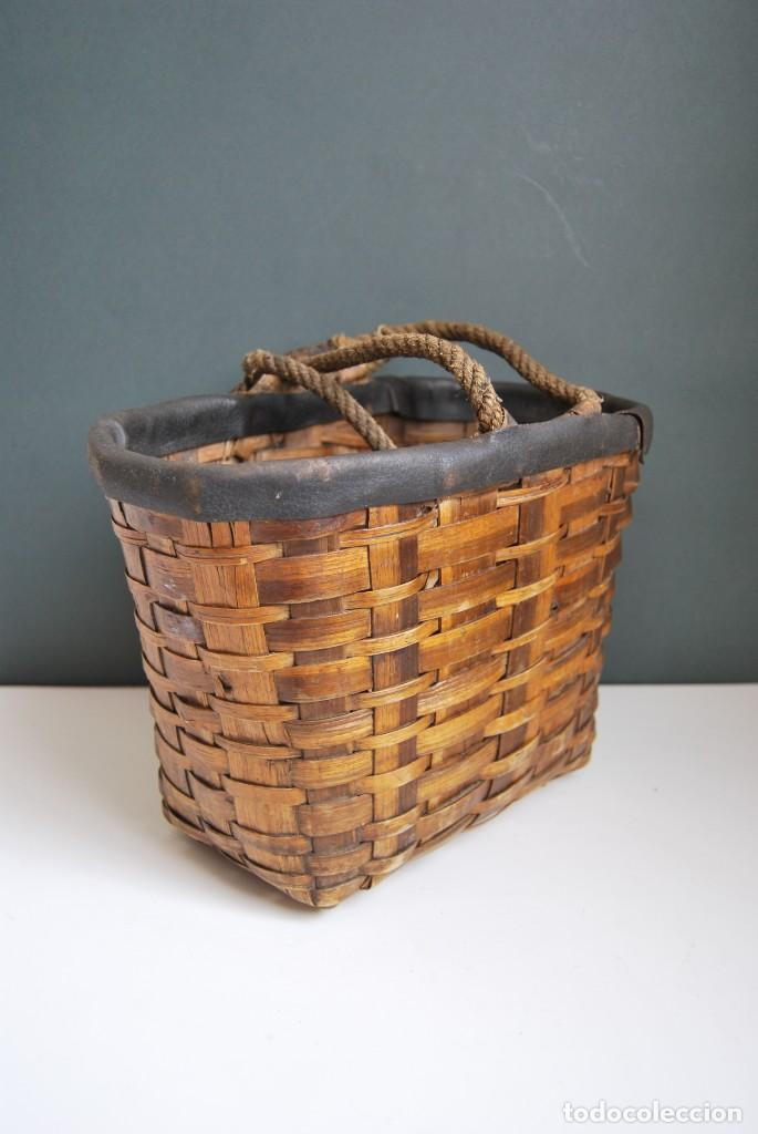 Antigüedades: ANTIGUA CESTA DE MADERA TRENZADA- ASAS DE CUERDA - CESTO - Foto 7 - 160792370