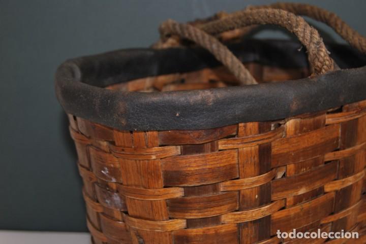 Antigüedades: ANTIGUA CESTA DE MADERA TRENZADA- ASAS DE CUERDA - CESTO - Foto 8 - 160792370