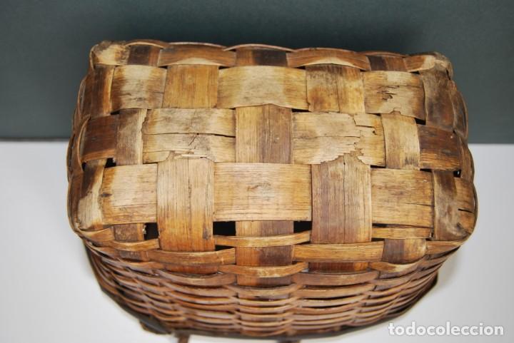 Antigüedades: ANTIGUA CESTA DE MADERA TRENZADA- ASAS DE CUERDA - CESTO - Foto 11 - 160792370