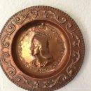 Antigüedades: PLATO ANTIGUO DECORATIVO EN COBRE REPUJADO. Lote 160812296