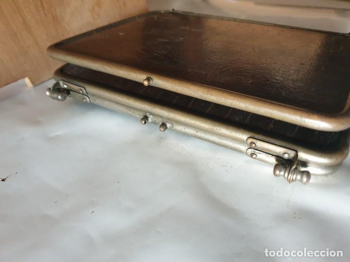 Antigüedades: TRIPLE ESPEJO PLATA Y PIEL DE TOCADOR - Foto 11 - 160850574