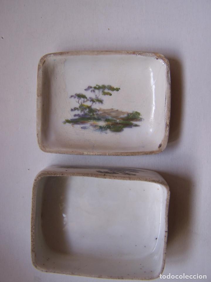 Antigüedades: Cajita de tabaco o rape. Porcelana de Frankenthal Alemania 1870 Dimensiones: 7 cm. x 5 cm. x 3 cm. - Foto 2 - 160852626