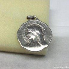 Antigüedades: COLGANTE MEDALLITA DE PLATA DE LA VIRGEN - MEDIDA 2.20 CM. - PESO 5 GR.. Lote 160864046