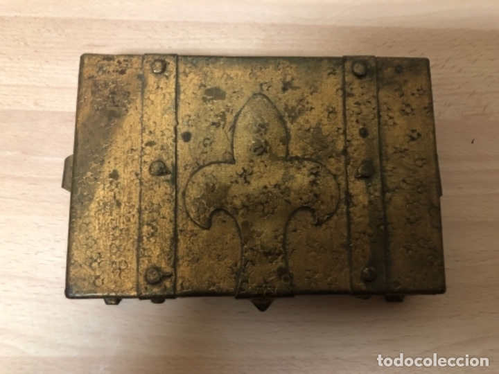 Antigüedades: ANTIGÜO JOYERO EN METAL REPUJADO Y POLICROMADO EN PAN DE ORO . - Foto 2 - 160871534
