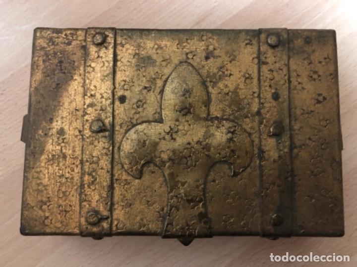 Antigüedades: ANTIGÜO JOYERO EN METAL REPUJADO Y POLICROMADO EN PAN DE ORO . - Foto 9 - 160871534
