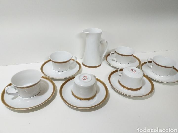 JUEGO DE 6 SERVICIOS DE CAFE CONSOMÉ MAS LECHERA DE PORCELANA DE LA MARCA BIDASOA (Antigüedades - Porcelanas y Cerámicas - Otras)