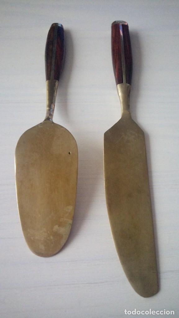 Antigüedades: CTC - ANTIGUO LOTE DE 8 CUBIERTOS DE METAL DORADO PUNZONADO ¿LATON O COBRE? Y MANGO DE MADERA - Foto 15 - 160876290