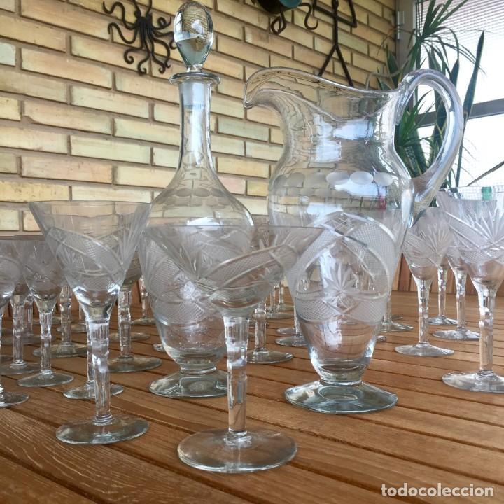 ANTIGUA CRISTALERÍA TALLADA 57 PIEZAS + JARRA Y BOTELLA (Antigüedades - Cristal y Vidrio - Otros)