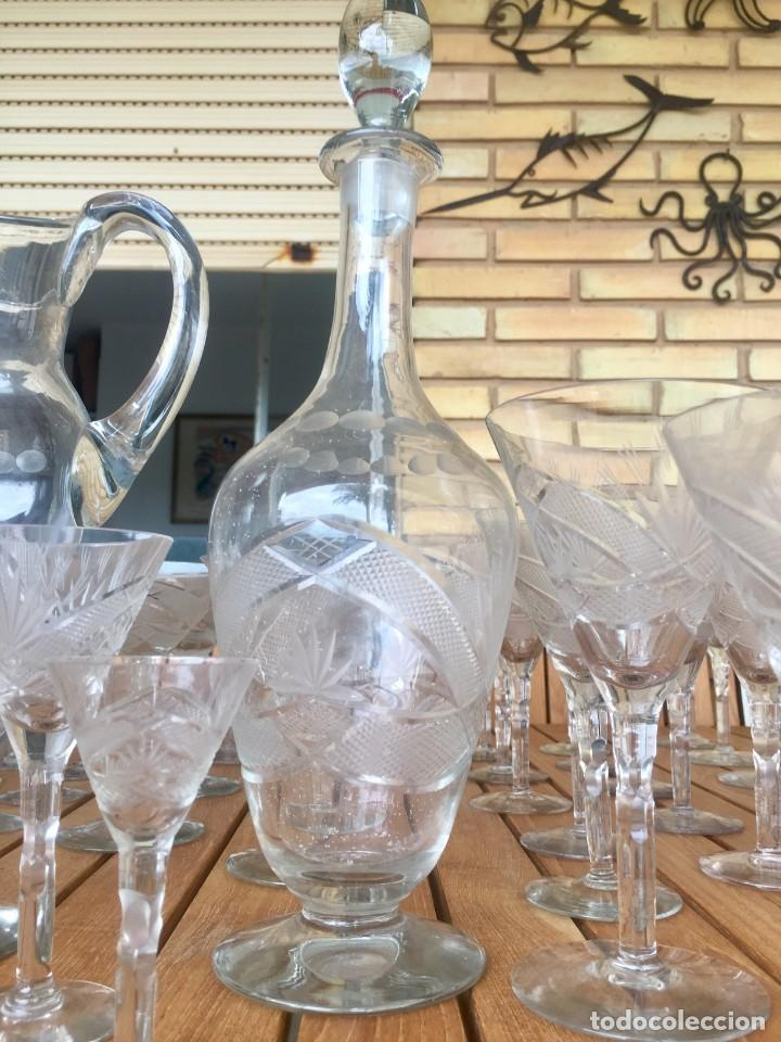 Antigüedades: Antigua Cristalería tallada 57 piezas + jarra y botella - Foto 4 - 160880710